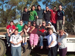 Niamh (middle row, green t-shirt) with friends in Australia