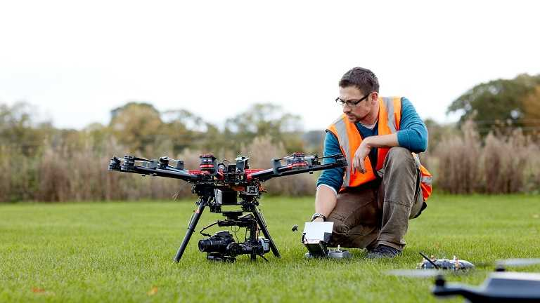 议员们表示,农业喷洒无人机领域的投资可能会带来重大好处
