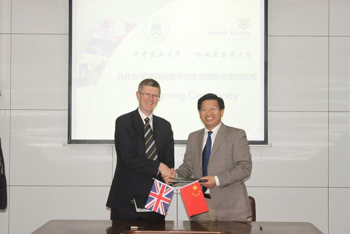 An agreement for a new undergraduate programme was signed by Dr Llewellyn and Huazhong Agricultural University President, Professor Deng Xiuxin