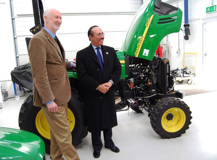 Luis Ramón Rodríguez, Minister of Agriculture (R), discusses robotics with Professor Blackmore during a visit last week