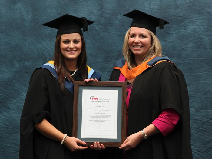 Hannah Leigh, BSc (hons) agri-food marketing with business studies, receives the Chartered Institute of Marketing Food and Drink Group Prize from Principal Lecturer Patricia Parrott