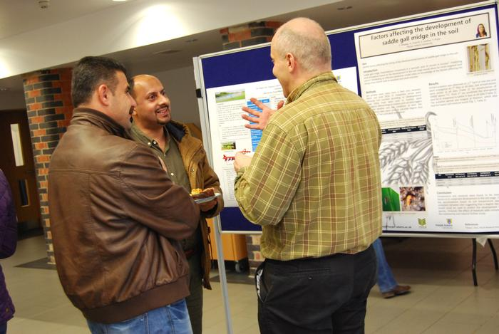 Lecturers and researchers discuss the posters