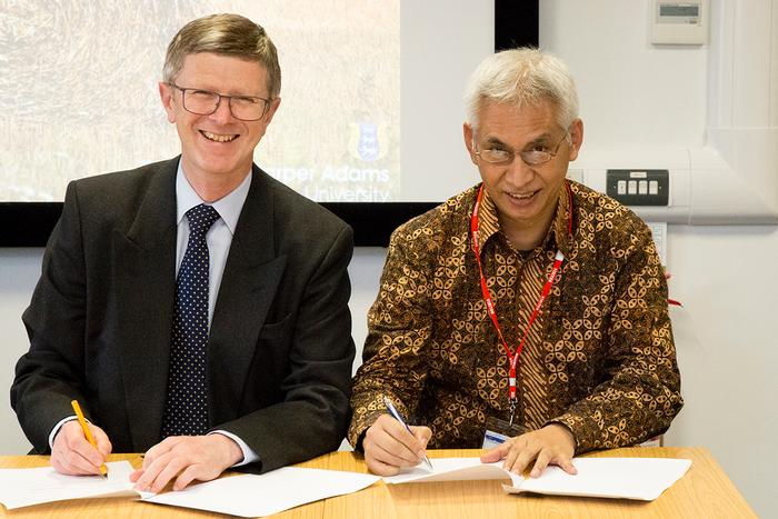 Dr David Llewellyn and Professor Dr. Ir. Mohammad Bisri sign the Memorandum of Understanding