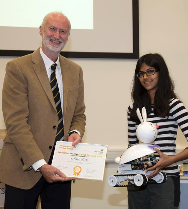 Anjuli Bali receives her prize from Professor Blackmore