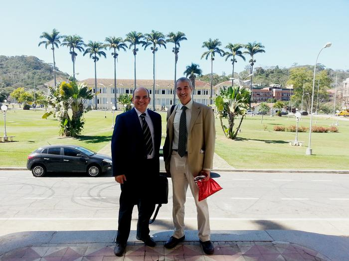 Mr de Aguiar and Professor Kettlewell during the visit to Vicosa.