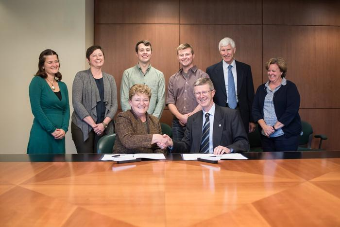 'Dean Kathryn J Boor and Vice-Chancellor David Llewellyn signing the new exchange agreement with CALS