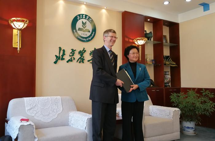 The Vice-Chancellor with Professor Wang Huimin , President of Beijing University Agriculture