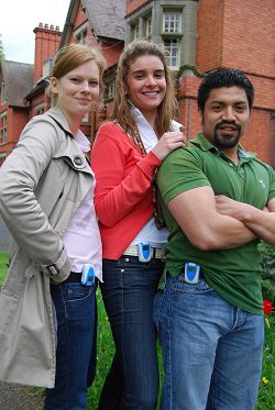 Anna Aronsson, Leticia Chico-Santamarta and Angel Ramirez show off their pedometers