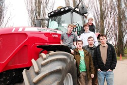 The team with a modern Massey Ferguson
