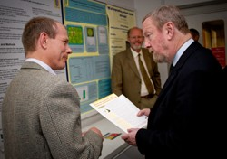 Sir John Beddington discusses cereals research with Professor Simon Edwards