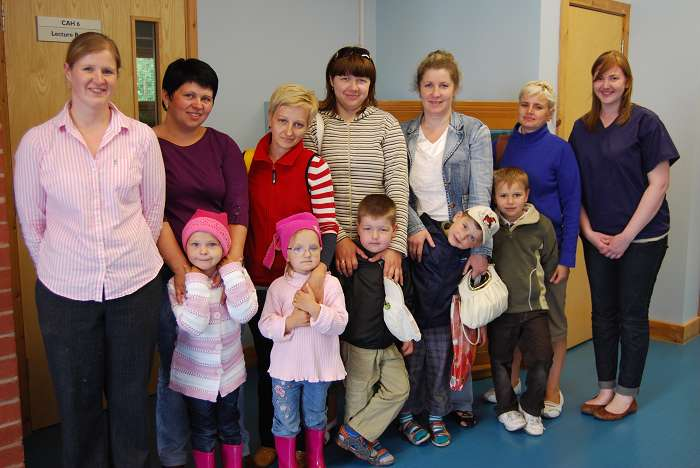The children and their mums with Sue Jeavons and student Jen