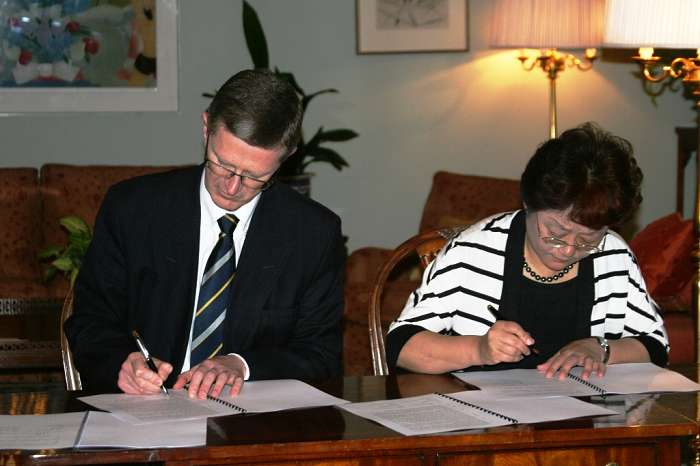 Dr Llewellyn signs the agreement with  Henan Agricultural University