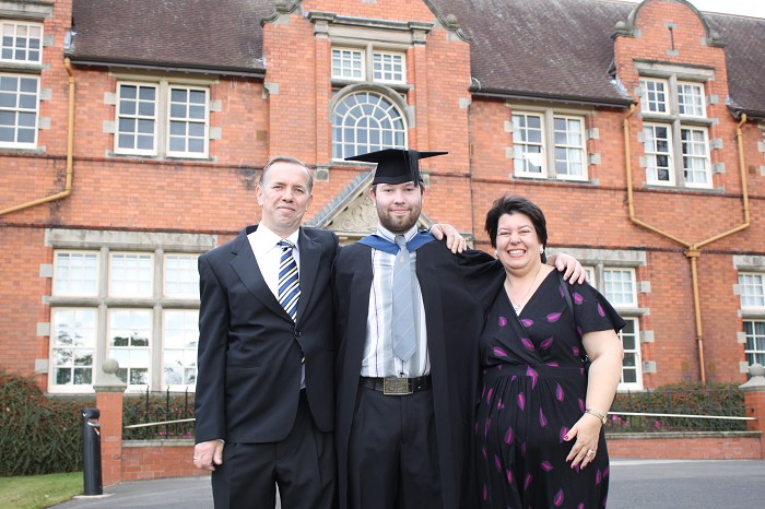 Graduate Stephen Mansbridge with his parents